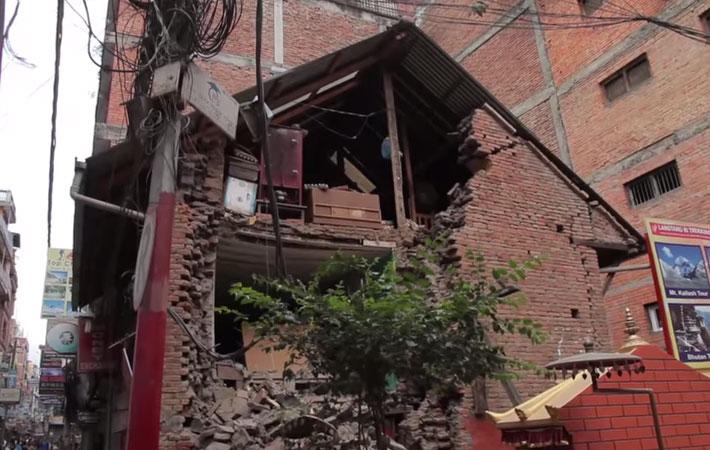 बिनासकारी भूकम्प गएको एक हप्ता बितिसकेपनि भुकम्पको धक्का आउनेक्रम जारी