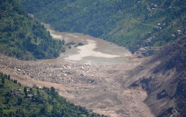 लगातारको भूकम्पले प्रभावित १४ जिल्लामा गरी तीन हजार भन्दा बढी पहिरो गएको
