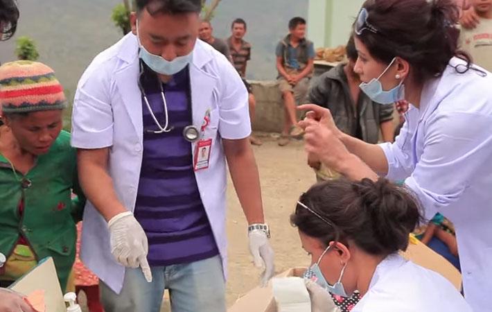 गैरआवासीय नेपाली संघले भूकम्पपीडित सिन्धुपाल्चोकका जनतालाई पहिलोपटक राहत वितरण गरेको